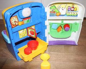 Cuisiniere avec accessoires fisher price pour enfant / bébé