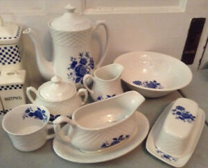 ENOCH WEDWOOD/BLUE ROSE Serving set