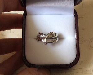 SOLID 14K WHITE GOLD WIDE BAND RING West Island Greater Montréal image 3