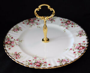 ROYAL ALBERT CAKE PLATE W/HANDLE   - COTTAGE GARDEN