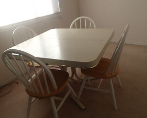 Dining Room table and 6 Solid Wood Chair Set