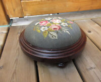 Antique Needlepoint Oval Wood Foot Stool City of Montréal Greater Montréal Preview