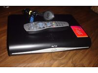 SKY + HD BOX 895 WITH WI-FI 500GB HARD DRIVE AND VIEWING CARD FREESAT