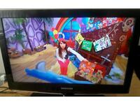 Samsung 32 inch LCD TV with built-in Freeview complete with a remote control