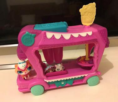 Littlest Pet Shop Sweet Delights Treat Truck