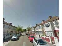 Immaculate 1 BED Flat In Ilford / Manor Park -£900 PCM - Bill include