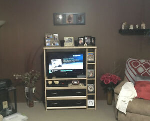 """TV Stand & Sony 32"""" LCD Flat Screen"""