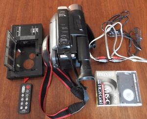 Caméscope VHS marque JVC. Modele GR-AXM300. En Excellent état,