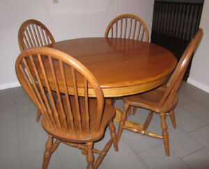 Round Wooden Kitchen Pedestal Table with 4 Chairs