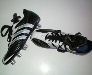Adidas Rugby Regulate Low Cleats Size 8.5 US or Lad. 9.5