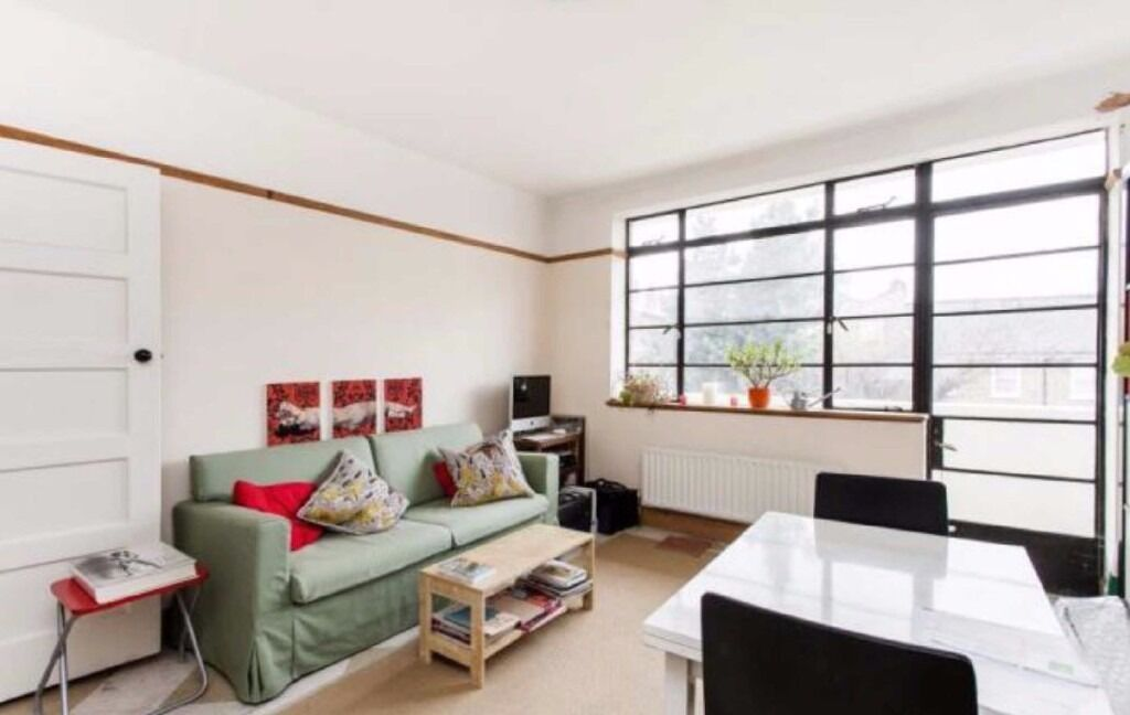 LOVLEY 2 BEDROOM FLAT PRIVATE BALCONY CEPHAS AVENUE £365 PER WEEK STEPNEY GREEN AVAILABLE NOW