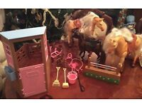 Barbie Stable and 3 Horses