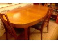Beautiful dining table which has an internal extending leaf with 4 chairs