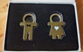 NEW His and Hers Bride and Groom Wedding Present Keyrings Novelty Gift Boxed Metal heart bow tie