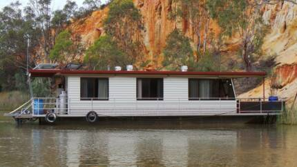 Houseboat - 6 Berth - Well Maintained Economical Cruiser