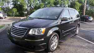 CHRYSLER TOWN & COUNTRY Limited Swivel n go 2009