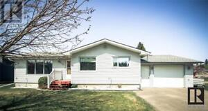 940 3rd AVE Carberry, Manitoba