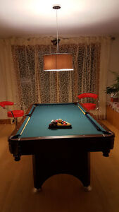 pool table with pool lamp, 200$, negotiable