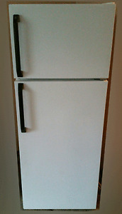 """Apartment size Fridge, GE, 23""""wide , for sale"""