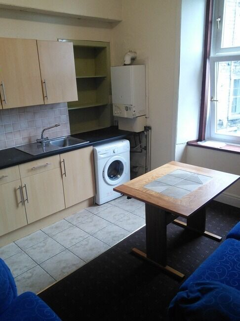 EXCELLENT 3 BEDROOM STUDENT FLAT BEHIND ABERTAY UNIVERSITY AND CLOSE TO CITY CENTRE(63CON2R)