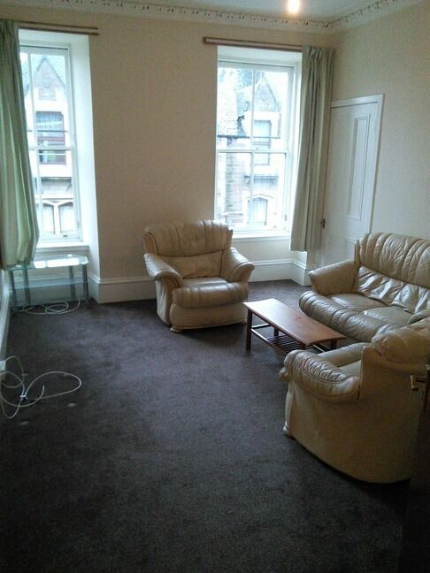 GREAT 4 BEDROOM STUDENT FLAT NEAR ABERTAY UNIVERSITY AND CLOSE TO CITY CENTRE. (1RT2L)