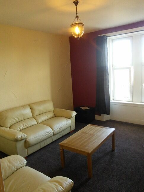 BRIGHT AND SPACIOUS 3 BEDROOM STUDENT FLAT IN WEST END AND CLOSE TO UNIVERSITY OF DUNDEE (16CL3F)