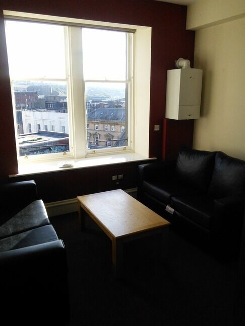 GREAT 3 BEDROOM STUDENT FLAT IN CITY CENTRE AND CLOSE TO UNIVERSITIES. (91CM4L)