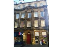 BEAUTIFUL AND SPACIOUS 4 BEDROOM STUDENT FLAT IN CITY CENTRE AND CLOSE TO UNIVERSITIES. (11PN1F)