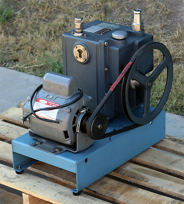 Sargent Welch Scientific Co. 1402 Duo-seal Duoseal Belt-driven Vacuum Pump