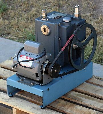 Sargent Welch Scientific Co. 1402 Duo-seal Duoseal Belt-driven Vacuum Pump