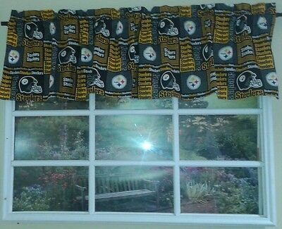 Black square gold Pittsburg Steelers Valance ()