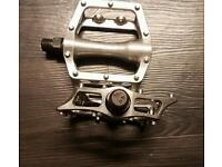 Clipless mtb mountain bike pedals dimpled