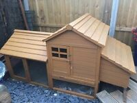 Large Deluxe Rabbit hutch & Run (Can be used for Chickens), in fantastic condition!!