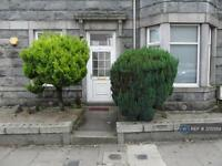 2 bedroom flat in Hilton Street, Aberdeen, AB24 (2 bed)