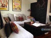 2 bedroom flat in Islington High Street, London, N1 (2 bed)