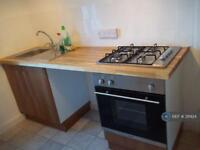 2 bedroom flat in East Cliff, Folkestone, CT19 (2 bed)