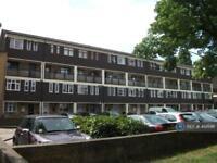 3 bedroom flat in Whitton Walk, London, E3 (3 bed)