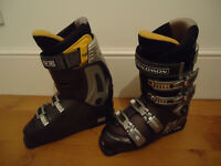 Virtually new womens Salomon Performa 8 ski boots - size 7 1/2 (41 EU)