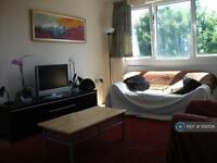 3 bedroom flat in Hyperion House, London , E3 (3 bed)