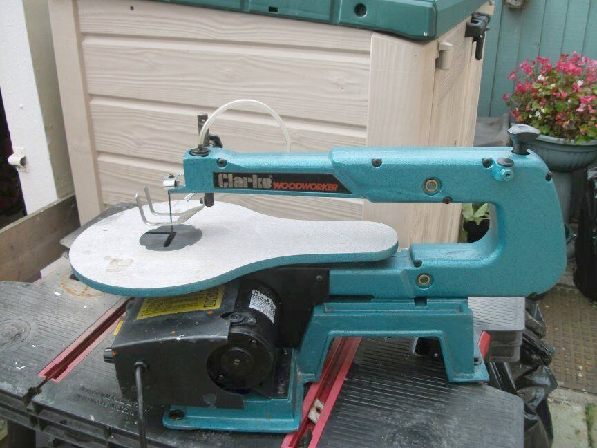 Clarke Woodworker Scroll Saw CSS16V plus 25 spare blades