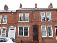 Cosy 2 bedroom bed house for rent. Ravenhill road area. Furnished. South East Belfast. Close to city