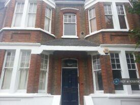 3 bedroom flat in Cranwich Road, London, N16 (3 bed) (#1059790)