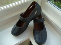Brand NEW Hotter shoes - size 6.5 in Indigo - style is Shake