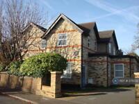 1 bedroom flat in Queens Road, Hampton Hill, TW12 (1 bed)
