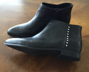 WOMEN'S LEATHER ANKLE BOOT - 9M