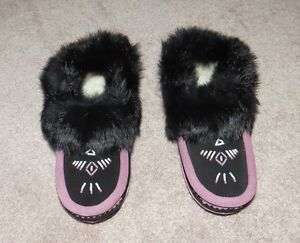 Size 5 Suede Mocassins with Fur Trim *BRAND NEW IN BOX*   $35