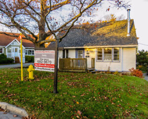 Large lot on a Culdesac. Walk to MUN.