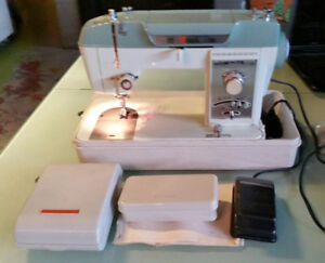 Sewing Machine. White model 995. Heavy Duty Fashion in ex.cond.