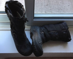 BOOTS- BOYS WINTER SKIDOO BOOTS- SIZE 5 / FITS LADY SIZE 6-7