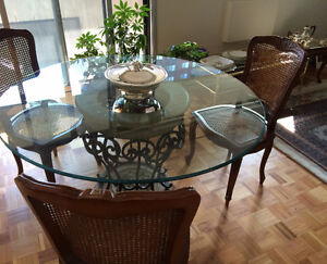 BEAUTIFUL  DINING ROOM TABLE / SUPERBE TABLE DE SALLE A MANGER!